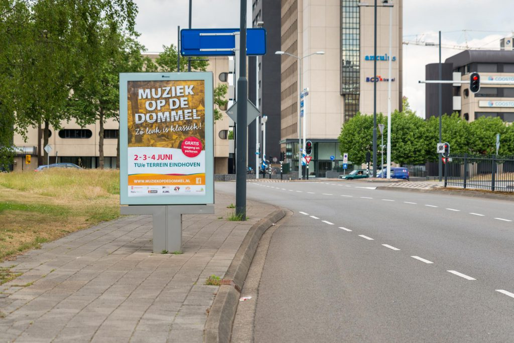 Poster (Europanel) langs de weg, Muziek op de Dommel 2017_DSC9609