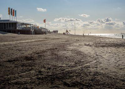 Strand in de schemering