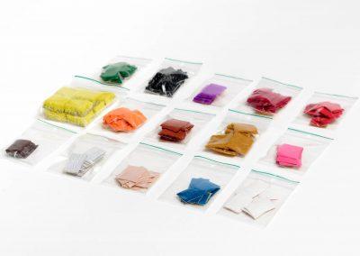 Zakjes met voelbare kleurenstickers