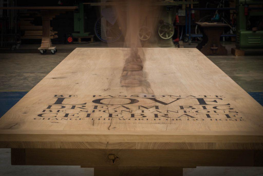 Sfeerfoto robuuste tafel