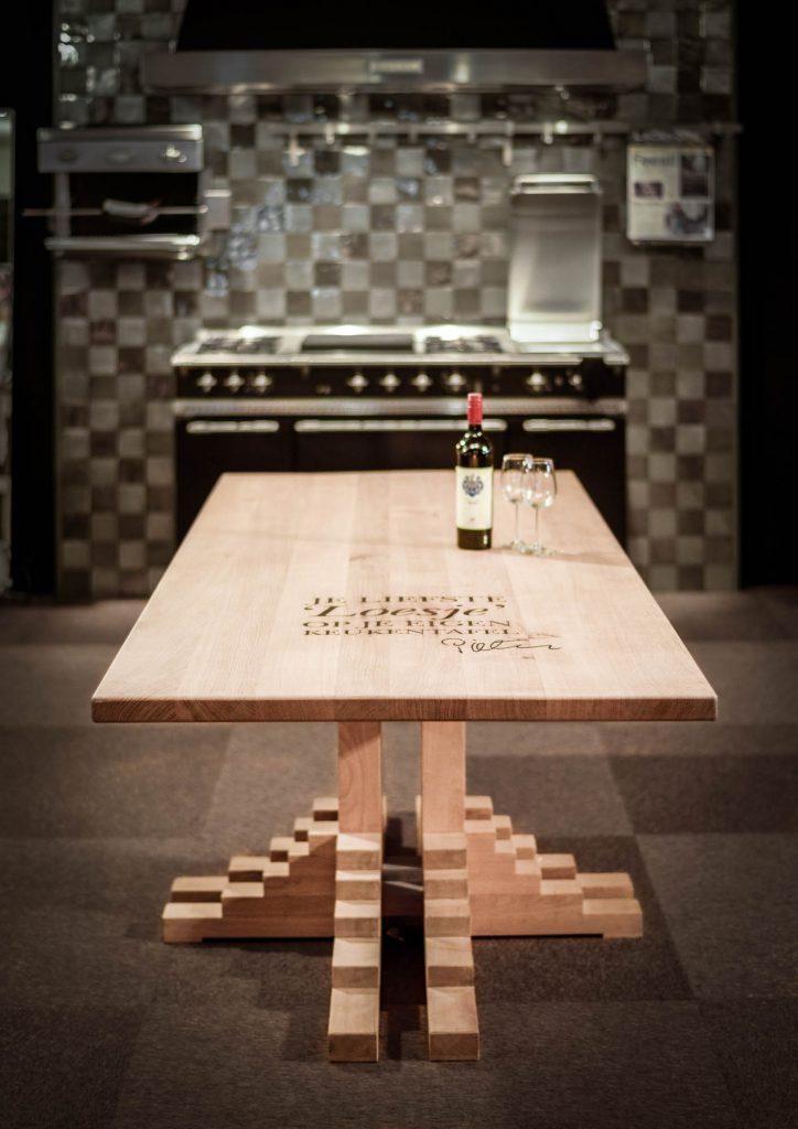 Keukentafel met tekst