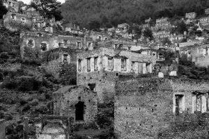Huizen op een berghelling
